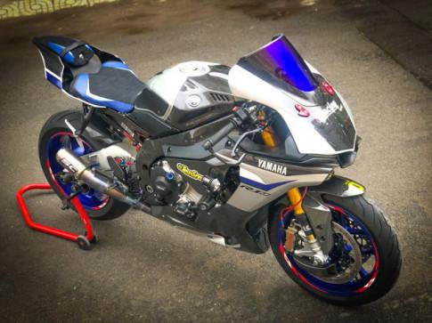 Yamaha R1M do hoan hao voi phong cach Racing don Noel cua Biker Viet