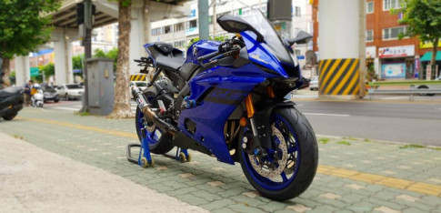 Yamaha R6 cang cung voi nha tai tro Lightech