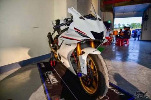 Yamaha R6 trong ban do day choang nhop voi cau hinh full Race dinh cao