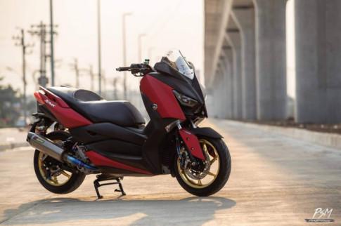 Yamaha X-Max300 độ bốc lửa với màu áo Red Candy