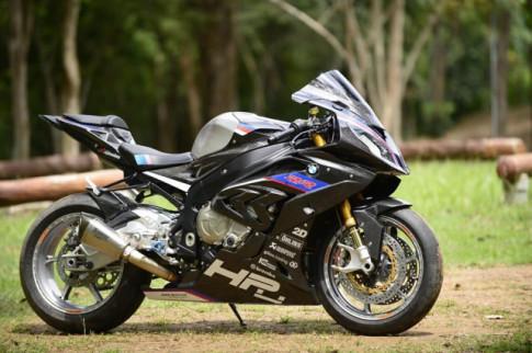 BMW S1000RR do - Ve dep tan bao trong dien mao full option