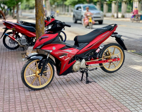 Exciter 150 do voi dan chan duoc keo dai mien man theo phong cach Drag
