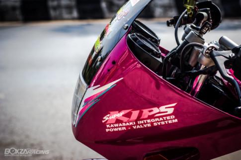 Kawasaki Kips 150 độ:huyền thoại 2 thì trở nên ngọt ngào với bộ áo sắc hồng
