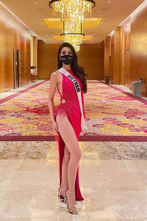 Y nghia dang sau 3 mau giay duoc thiet ke rieng cho Khanh Van tai Miss Universe 2020