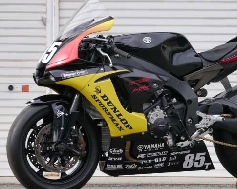 Yamaha R1 độ cứng khừ với xu hướng đường đua mang số hiệu 85