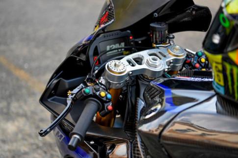 Yamaha R1M do sieu an tuong voi phong cach duong dua Monster GP