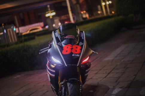 Yamaha R6 do phong cach duong dua den tu Xu so Chua Vang