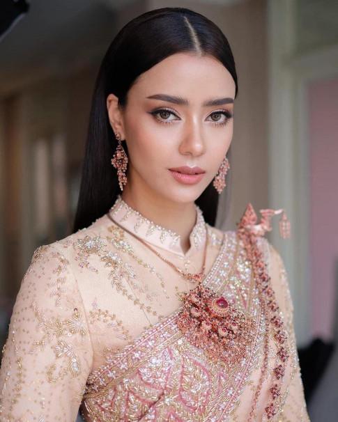 """Nguy co Khanh Van bi dai dien Thai Lan """"ap dao"""" tai Miss Universe 2020 voi nui do hieu"""