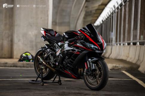 Kawasaki Ninja ZX-10R lot xac voi dien mao moi dam chat the thao