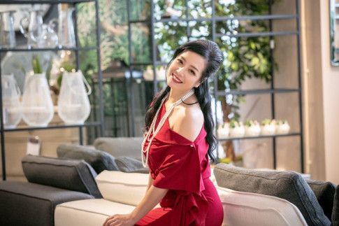 "Sao vao bep: Chieu Xuan kheo tay lam dau nhung nhin vat chen len ai nay thot len ""Qua dinh"""